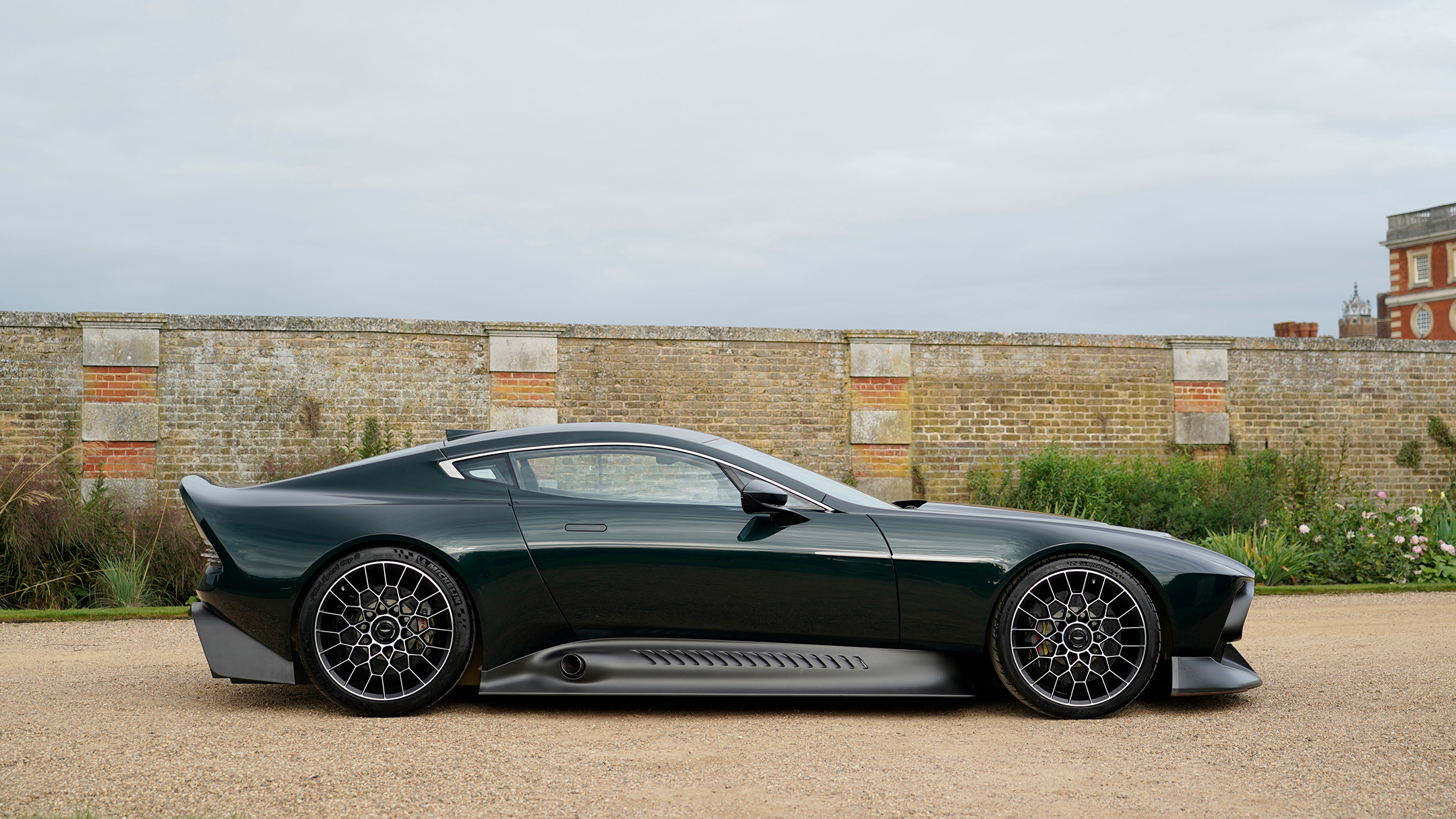 Aston Martin Victor by Q - 2020 - side-face / profil