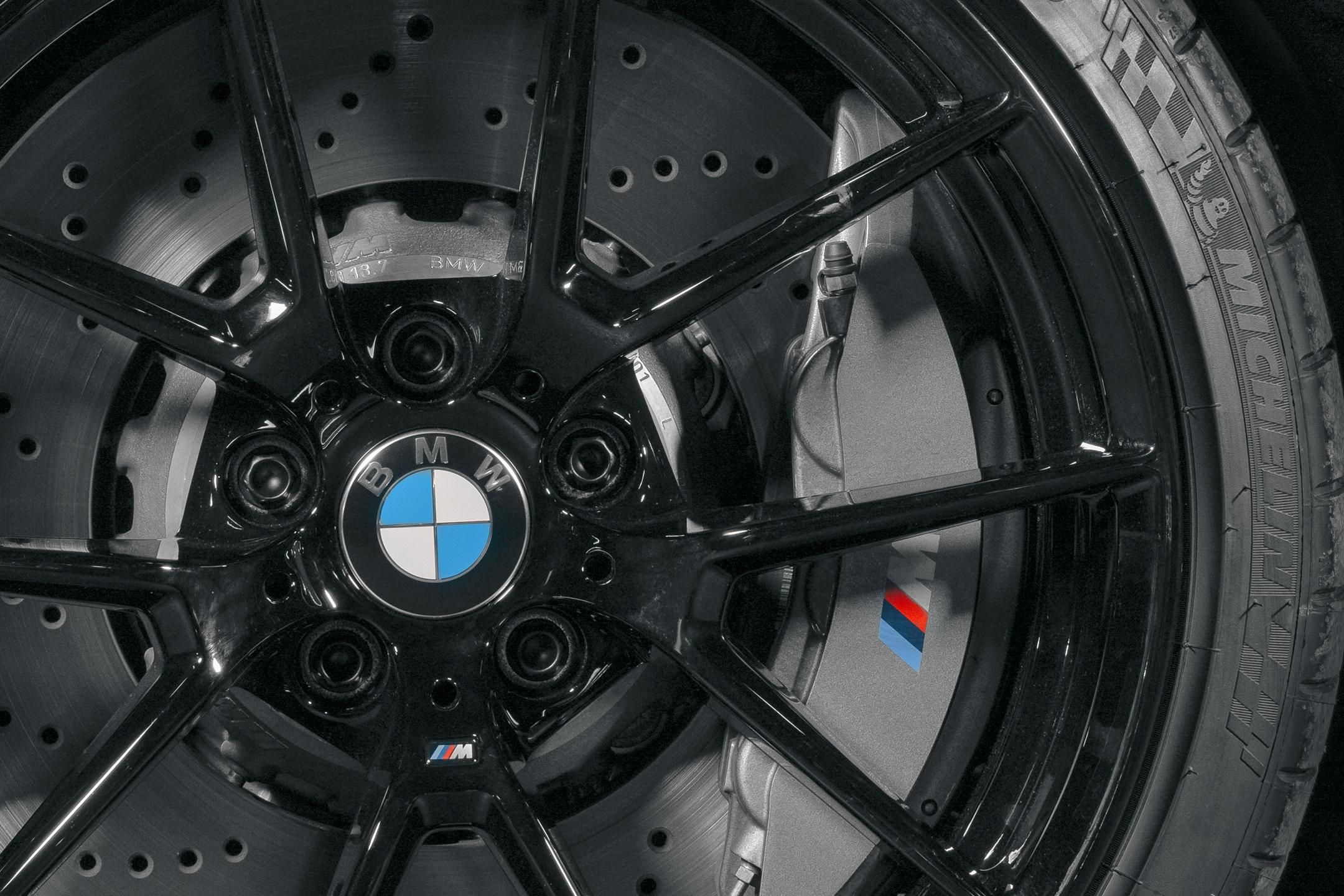 BMW M2 by FUTURA 2000 - Street Art Car - 2020 - wheel / jante - tyre / pneu - Michelin - zoom