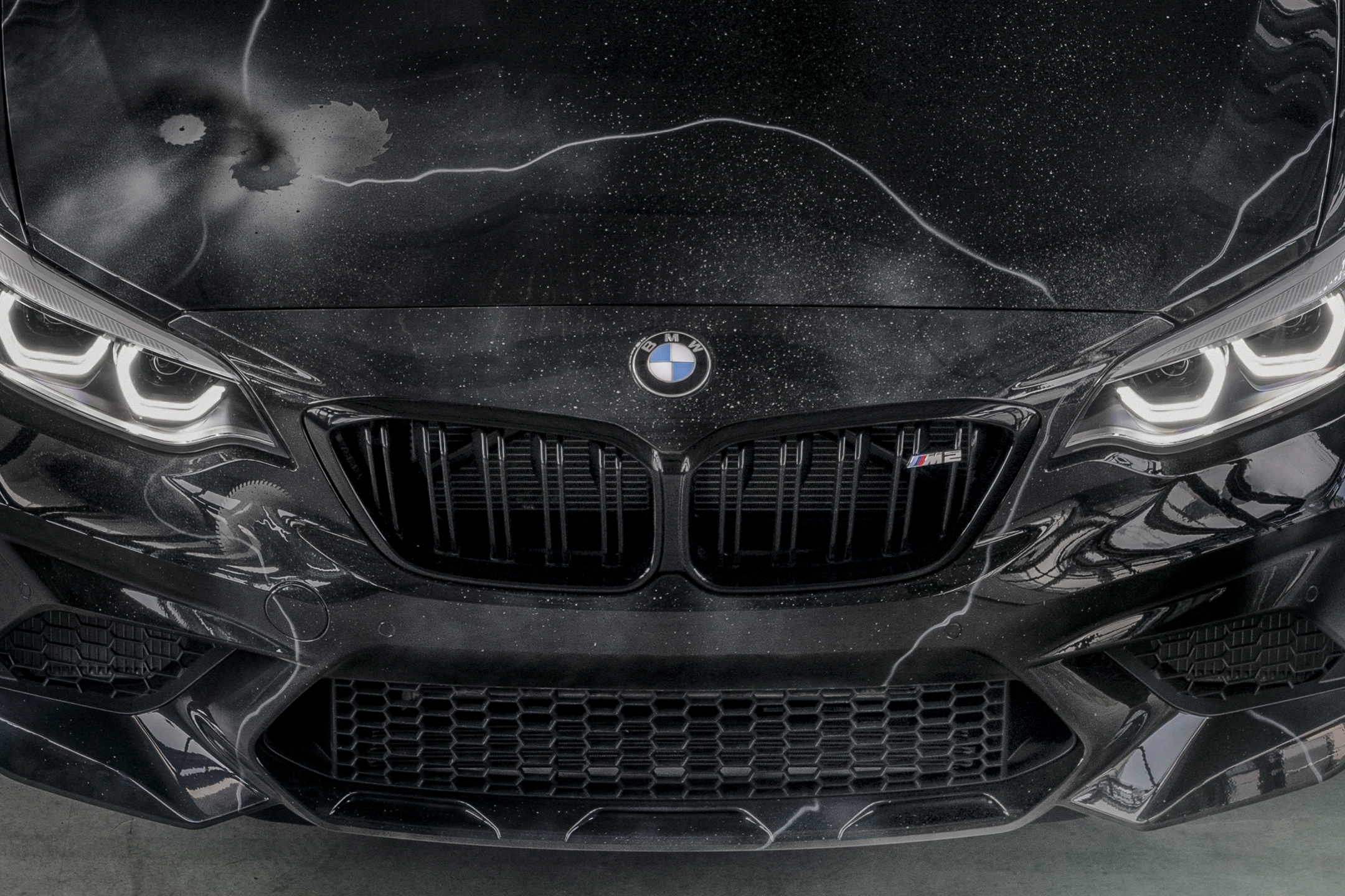 BMW M2 by FUTURA 2000 - Street Art Car - 2020 - front hood / capot avant - radiator grille / calandre - logo BMW - M2