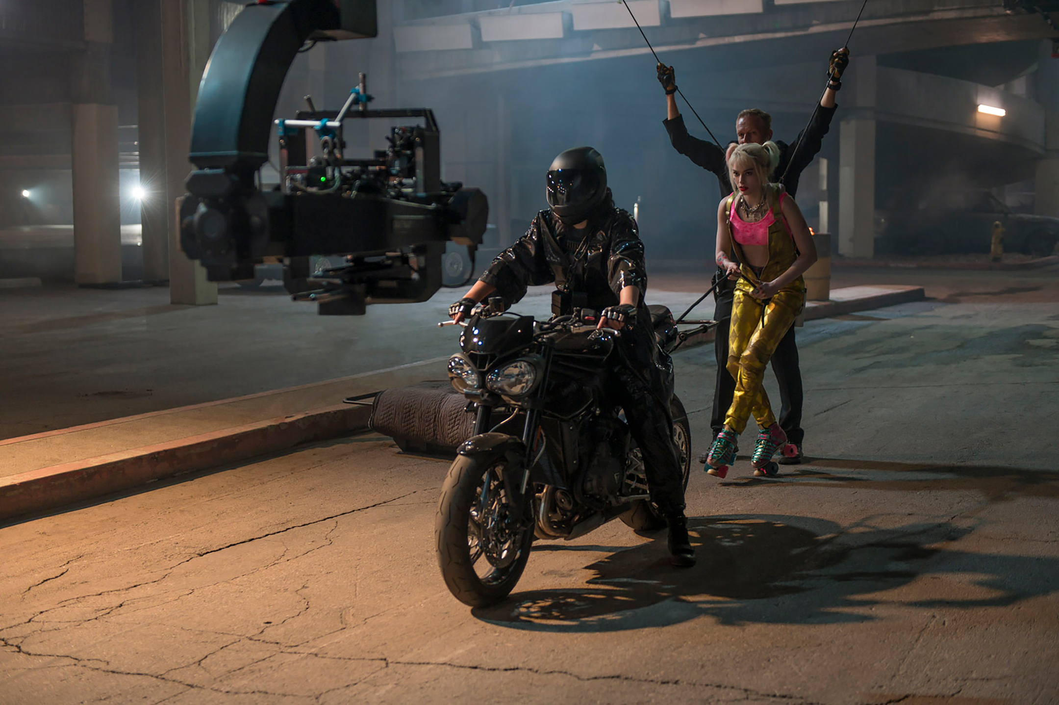Triumph Street Triple RS - 2020 - Gotham (hot) pursuit - photo WB Pictures - making-of - Birds of Prey -and the Fantabulous Emancipation of One Harley Quinn-