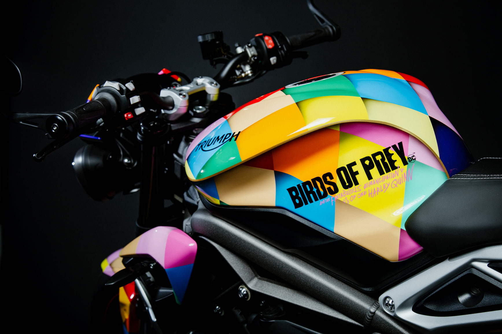 Birds of Prey Triumph Street Triple RS - 2020 - design fuel tank - logo Birds of Prey -and the Fantabulous Emancipation of One Harley Quinn- - logo Triumph