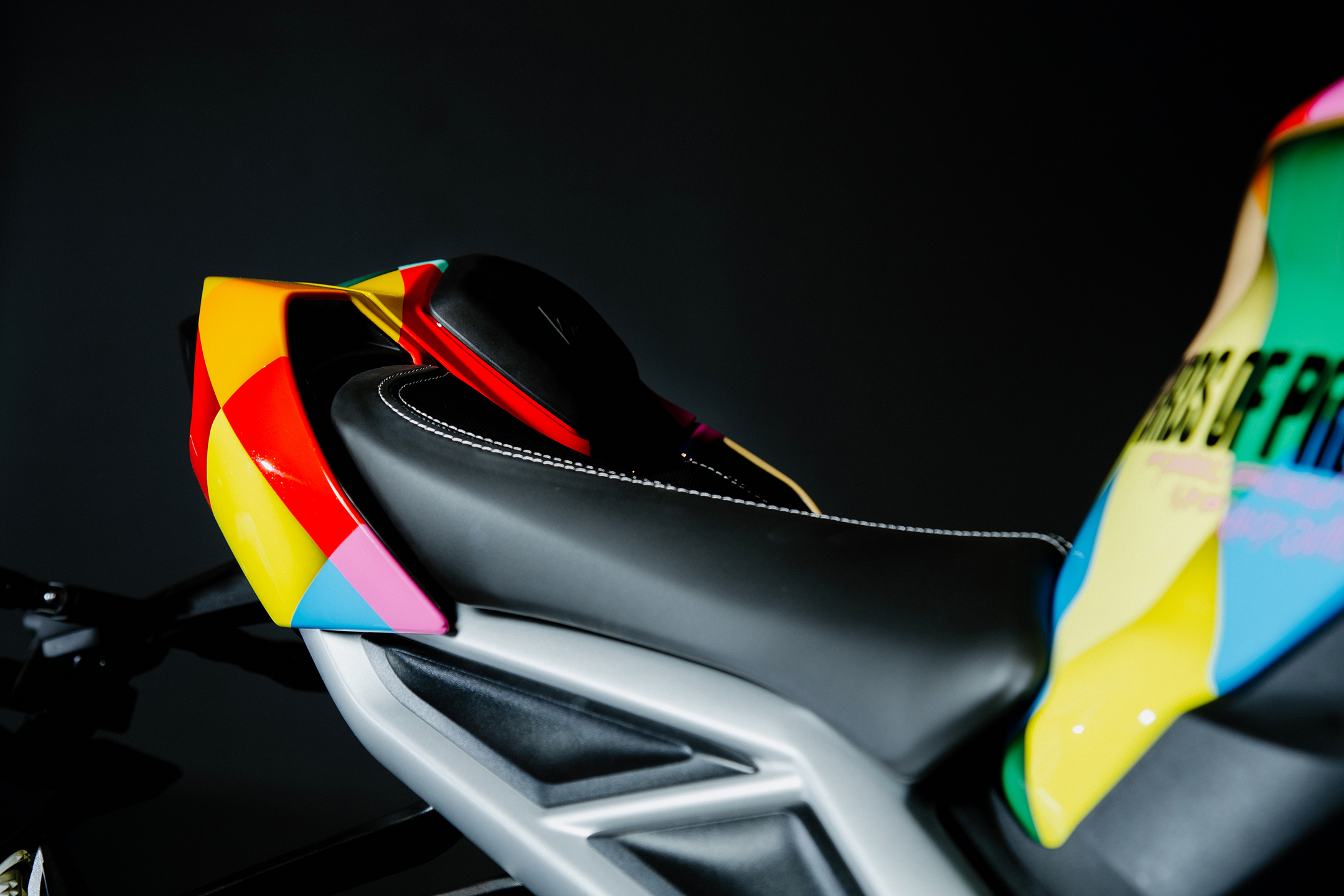 Birds of Prey Triumph Street Triple RS - 2020 - saddle / selle - zoom view
