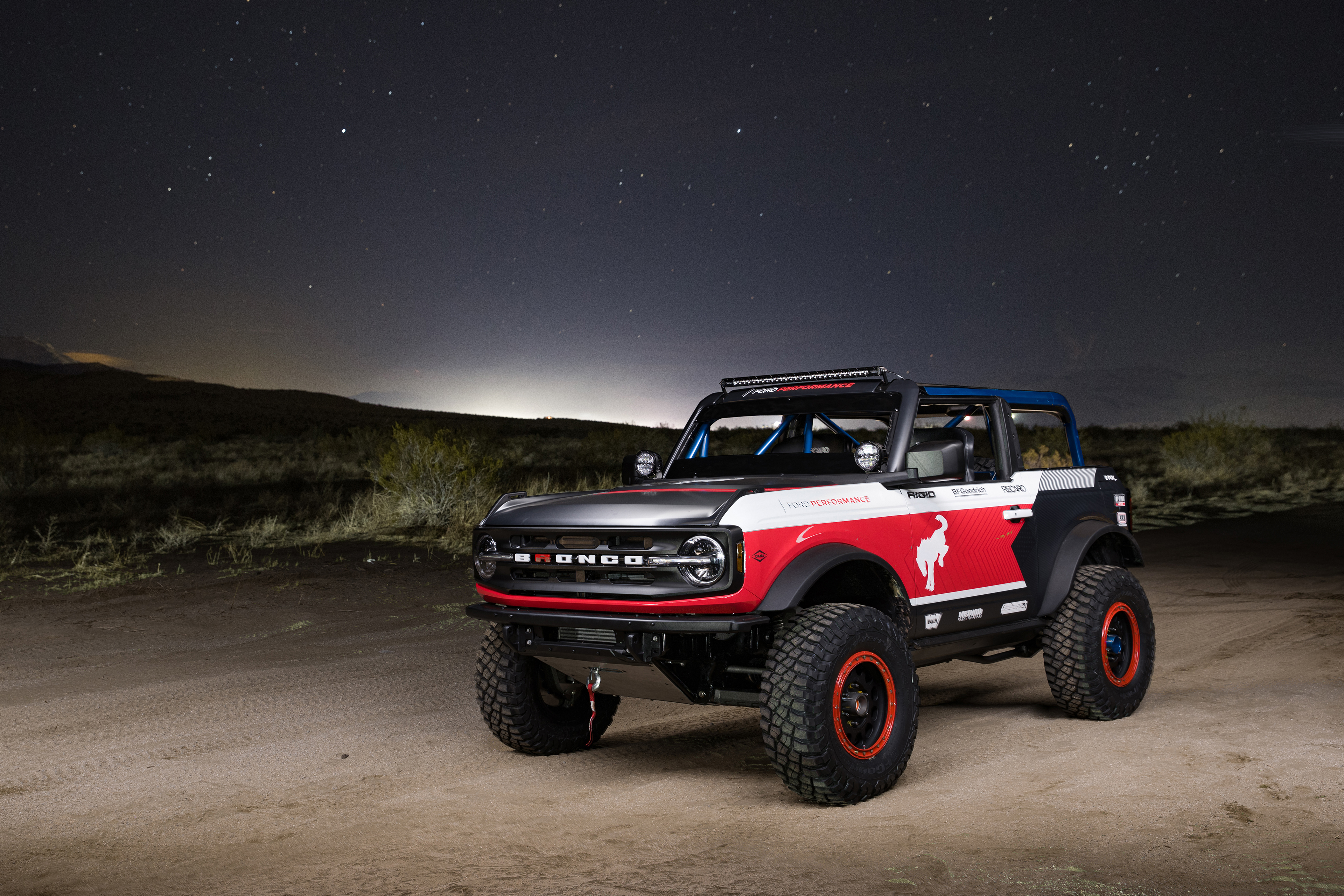 Ford Performance Bronco 4600 ULTRA4 - front side-face / profil avant