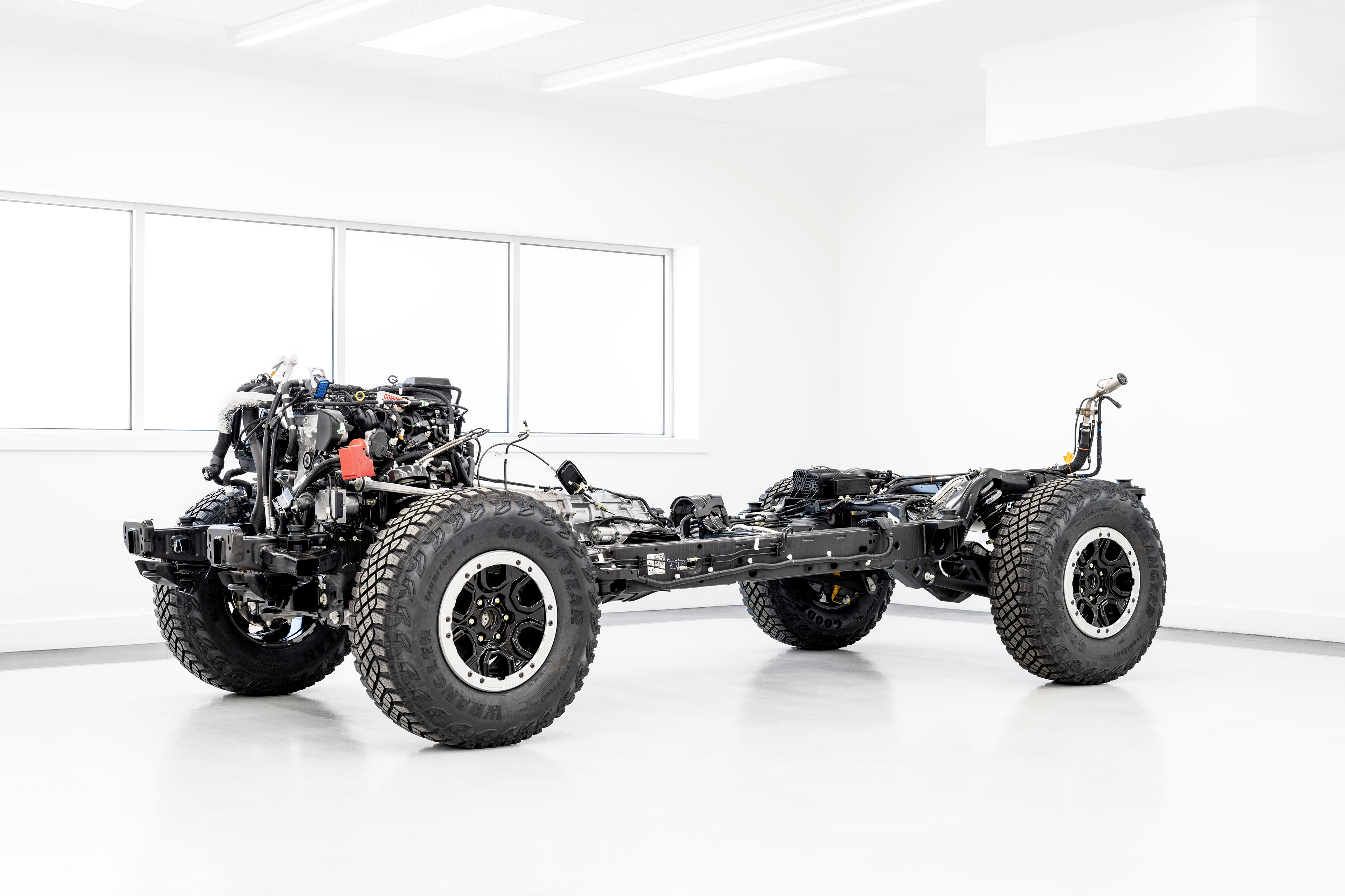2021 Bronco chassis powertrain - engine / moteur - V6 2.7L EcoBoost - 10-speed automatic transmission - Sasquatch Package suspension - tyres