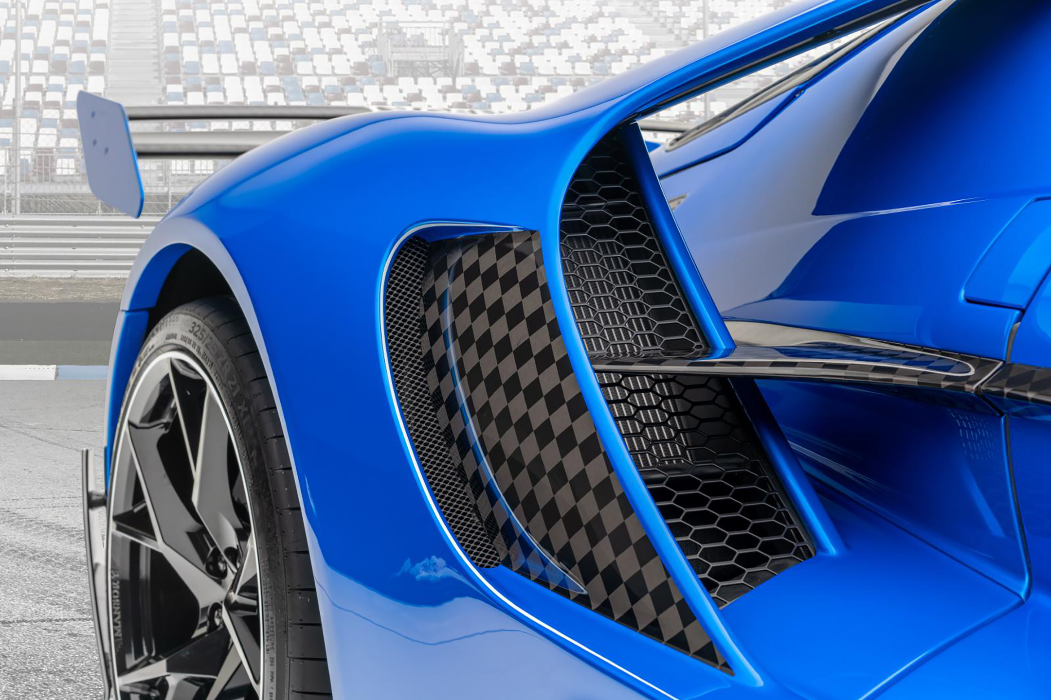 Le MANSORY - Ford GT custom - 2020 - rear side-view