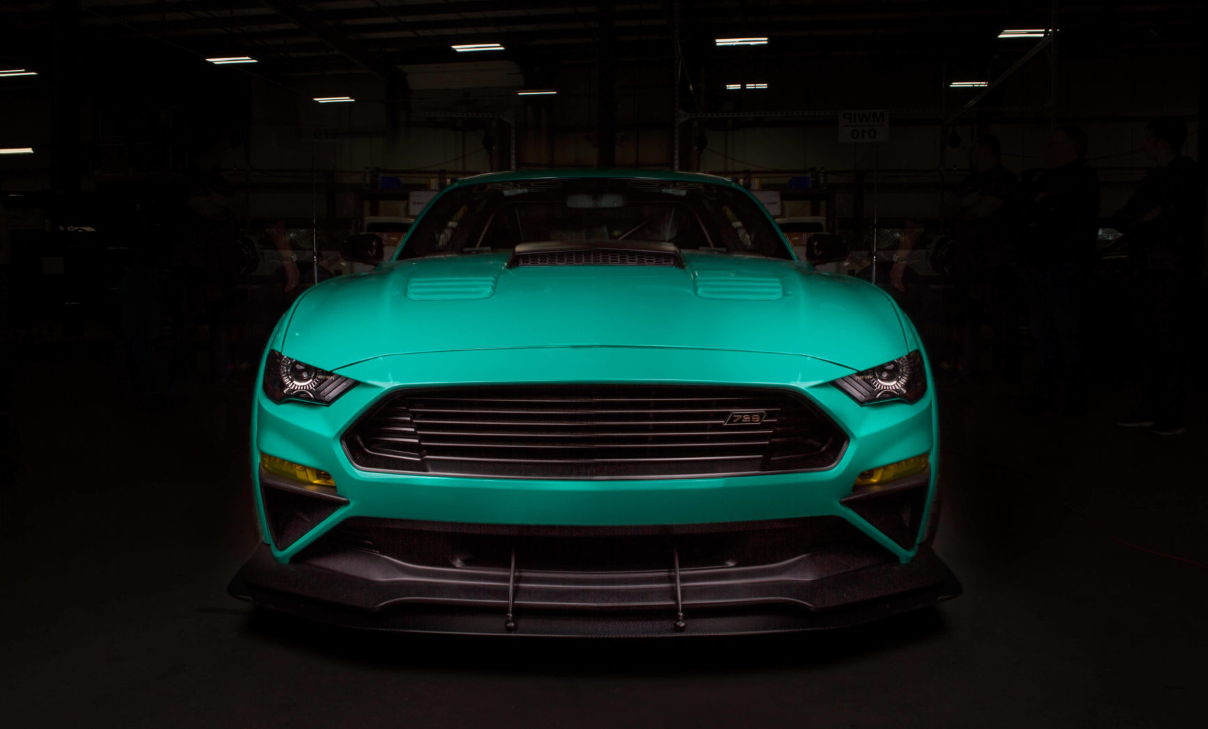 Mustang-ROUSH-729-front-face
