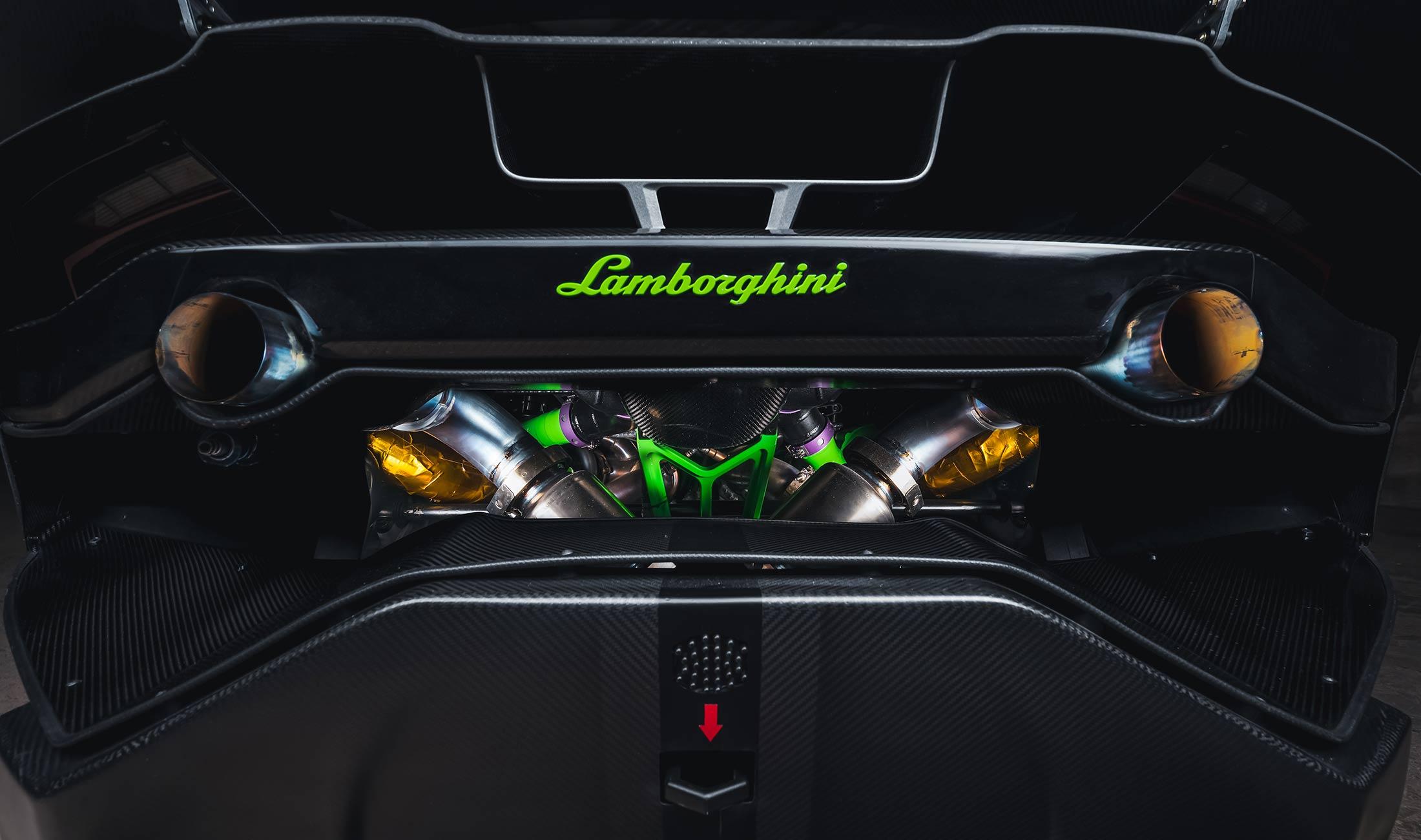 Zyrus LP1200 - 2020 - rear view - under the hood - V10 5.2L Twin Turbo - exhaust titanium